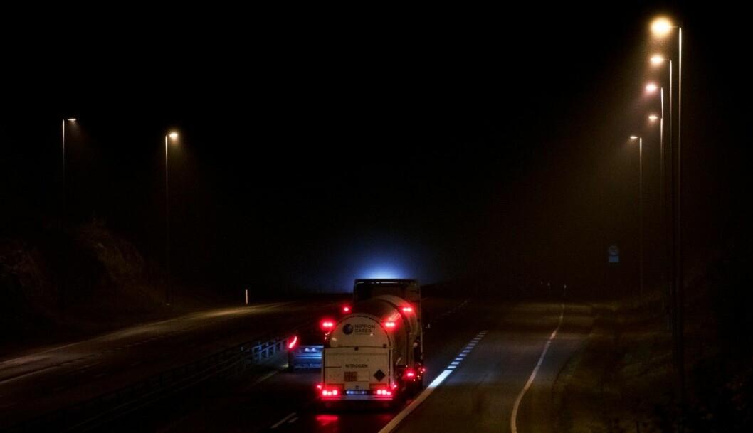 INN I MØRKET: På Dal i Eidsvoll kjører du inn i mørket på E6 nordover. Foto: Geir Olsen