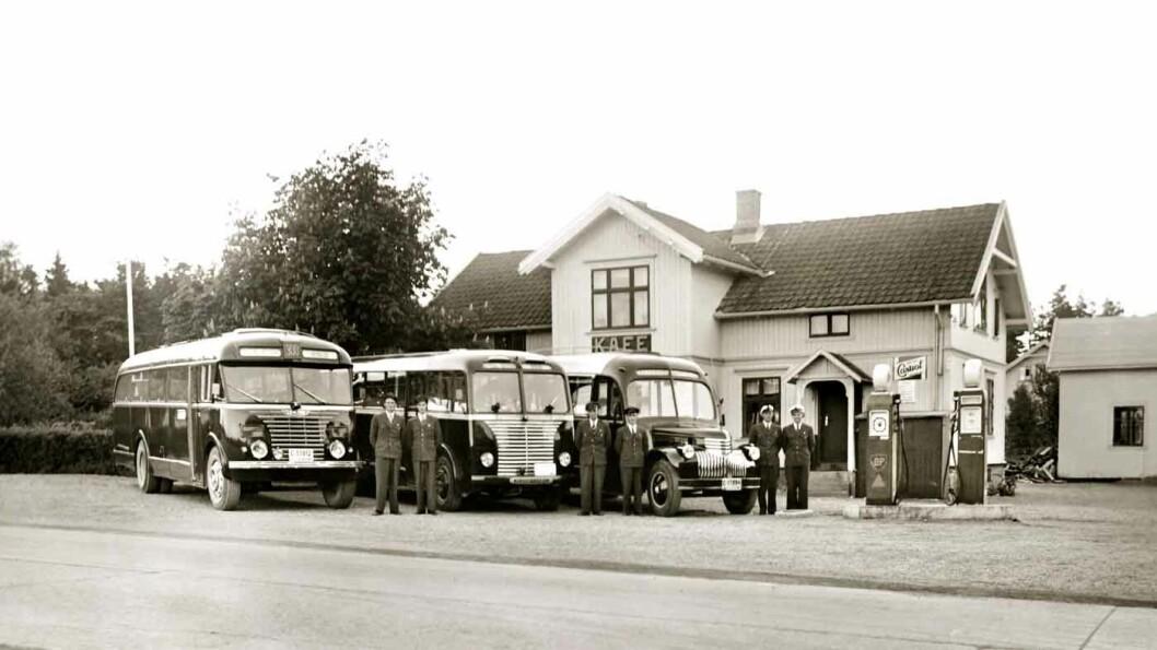 RUTESTOPP: Kafeen Martha Korset på Skedsmokorset i Akershus hadde to BP-pumper i 1951. Foto: Aina Huser, MiA