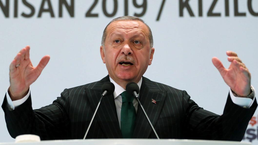 PASSATVIND: VWs nye fabrikk i Tyrkia skal produsere Passat for det europeiske markedet fra og med 2022. President Recep Tayyip Erdogan svarer med å beordre sine nærneste til å kjøre Passat. Foto: AP