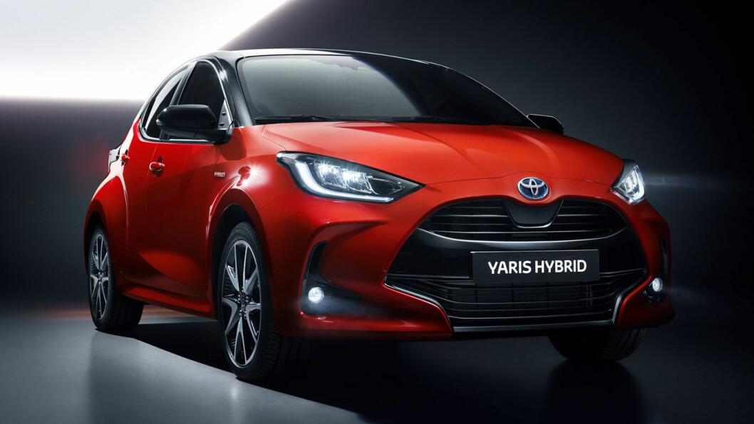 MER SPORTY: Nye Toyota Yaris er lavere og bredere enn dagens modell – og i rødt og svart blir den riktig sporty. Foto: Toyota Motor