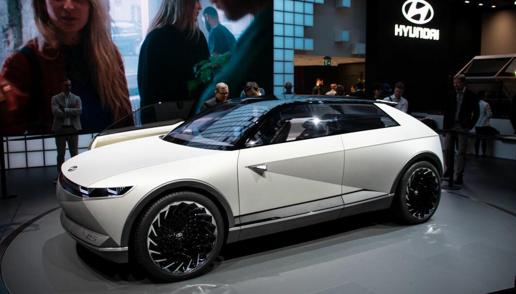 """<span class=""""font-weight-bold"""" data-lab-font_weight_desktop=""""font-weight-bold"""">HEDERSMODELL:</span> 45 ble vist fram på bilutstillinger for to år siden – som en honnør til Hyundais legendariske Pony."""