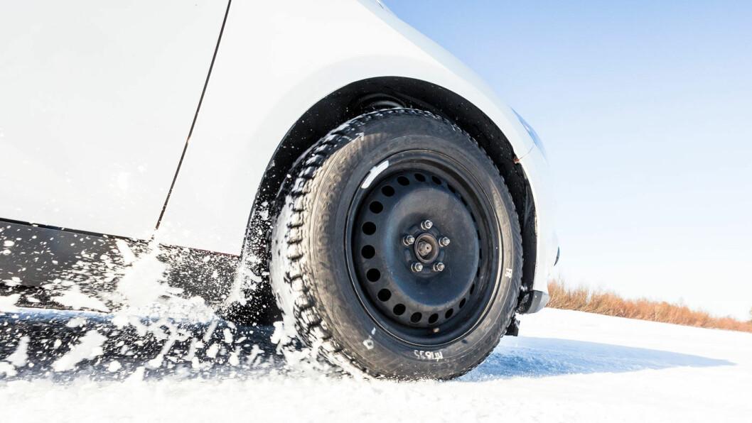 DET SIKRE GREPET: Motors dekktest gir deg alt du trenger å vite før du velger vinterdekk til bilen. Foto: Lauri Ahitainen