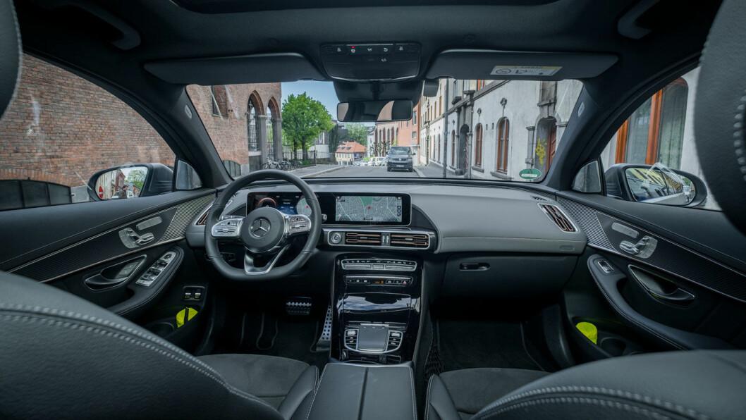 FINSTUA: Instrumentpanelet i EQC kjenner vi igjen fra en rekke Mercedes-modeller – og fungerer utmerket etter litt tilvenning.