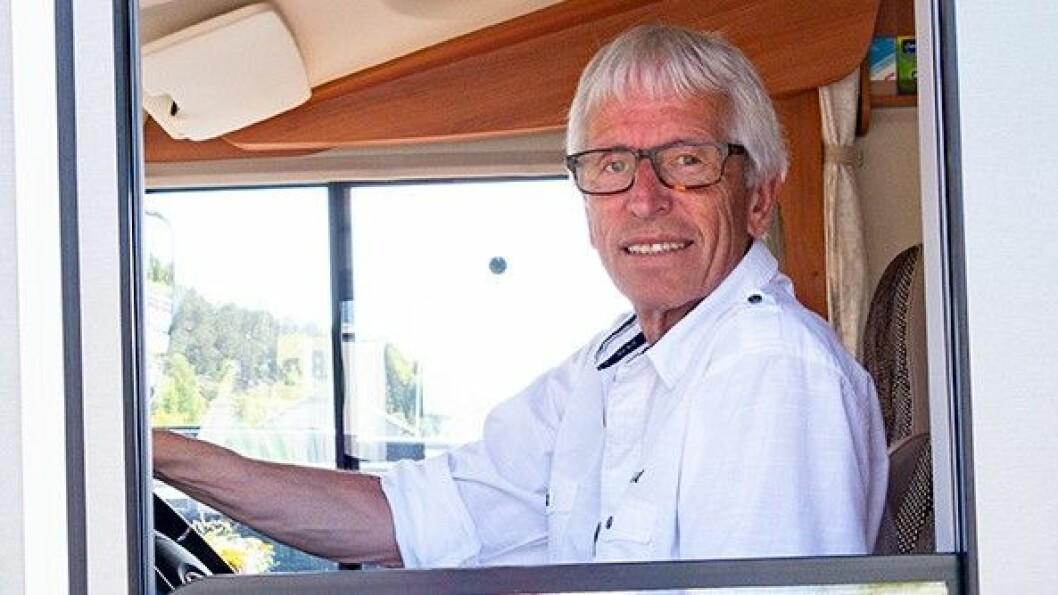 VEI BILEN: Knut Randem er redaktør for Bobilverden, nettstedet for alle bobileiere. Han råder kunder til å kontrollveie bobilen før kjøp. Foto: Bobilverden