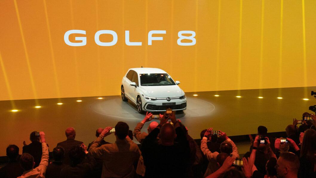 LEGENDEN LEVER: En helt ny Golf er en stor begivenhet i bilverden. I kveld ble bilen lansert i Volkswagens hjemby, Wolfsburg.