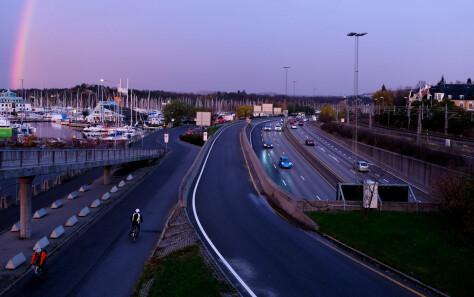 Forskere: Nordmenn vil kjøre mer bil i 2050