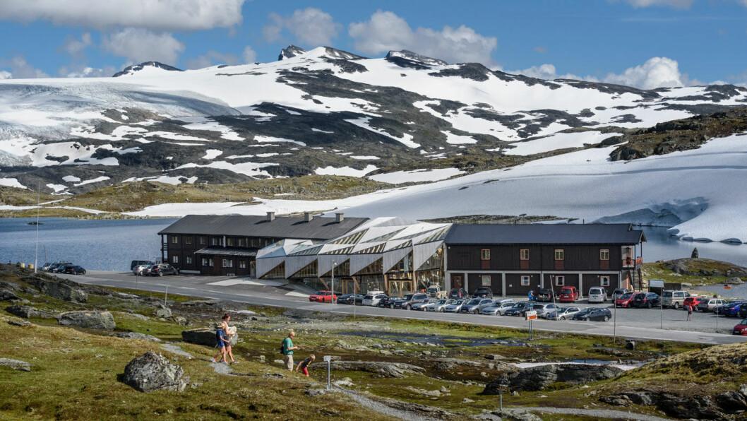 STOPP PÅ TOPP: Sognefjellshytta langs riksvei 55. Foto: Roger Ellingsen