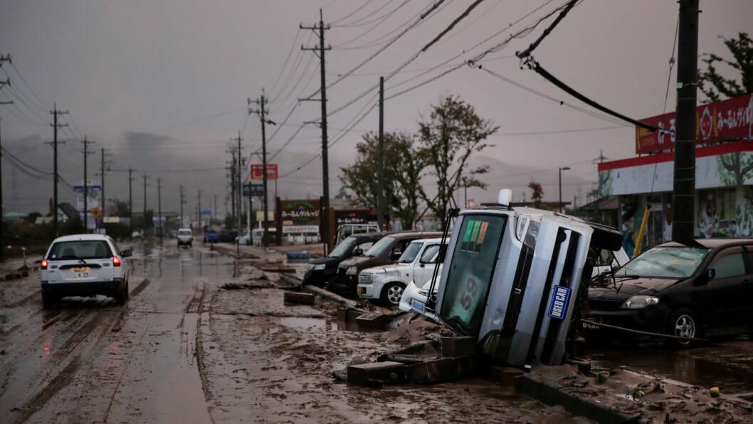 KATASTROFE: Kraftige vinder og store nedbørsmengder forårsaket voldsomme skader da tyfonen Hagibis rammet sentrale deler av Japan i oktober. Her fra Hoyasu like utenfor Tokyo. Foto: NTB/AP