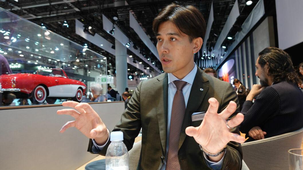 EN DEL AV LØSNINGEN: Teknologien som gjør elbilen til en strømstasjon er ennå fersk. – Det viktigste for oss i en første fase har vært å vise at det fungerer. Og det gjør det, sier Makoto Fukuda, sjef for produktspesialistene i Nissans elbildivisjon. Foto: Peter Raaum