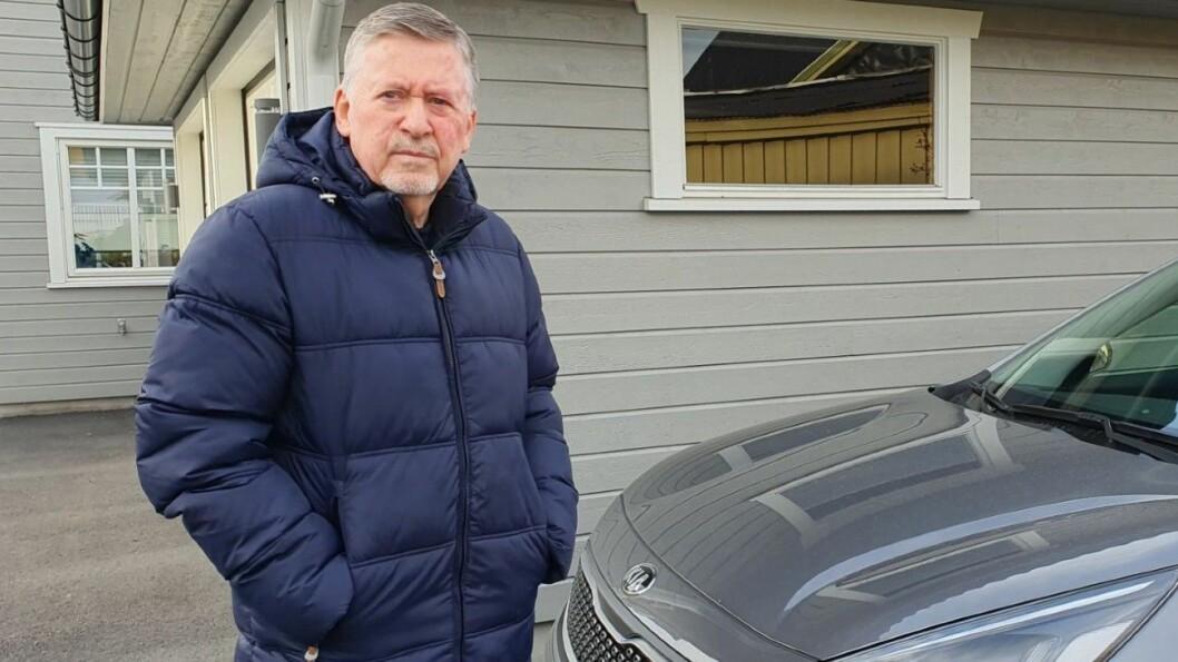 PRISFORSKJELLER: Stein Johan Hoel Eriksen er overrasket over sprikene da han sjekket servicepris på sin Kia Niro. Foto: Privat