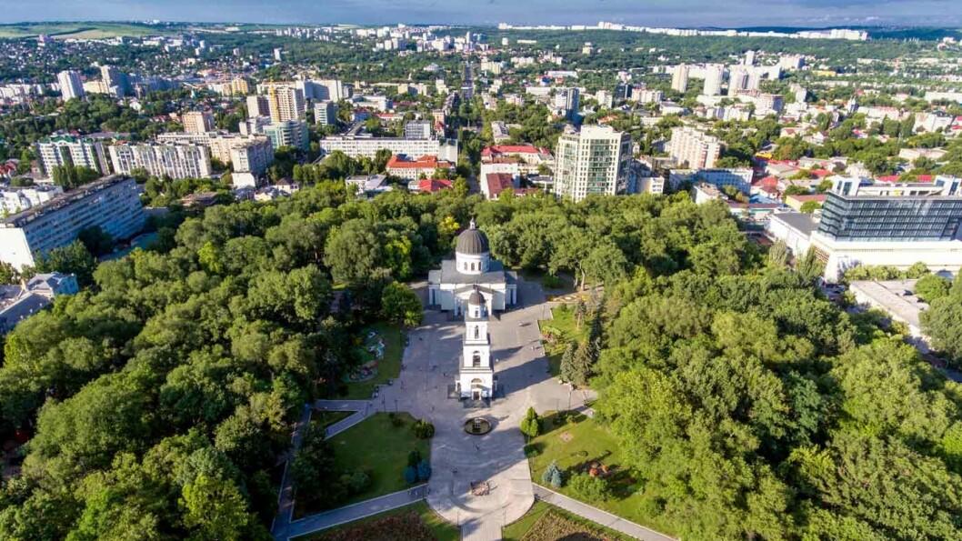CHISINAU: Byen ble nærmest ødelagt av jordskjelv i 1940 og under andre verdenskrig, og ble bygget opp igjen i stalinistisk arkitektur kombinert med modernisme.