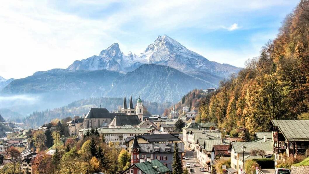 ALPEIDYLL: Det er lett å forelske seg i bayerske Berchtesgaden som ligger omgitt av høye fjell.