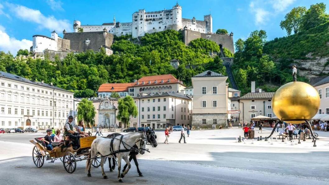 UNDER FESTNINGEN: Hohensalzburg i Salzburg er Europas største festningsanlegg.