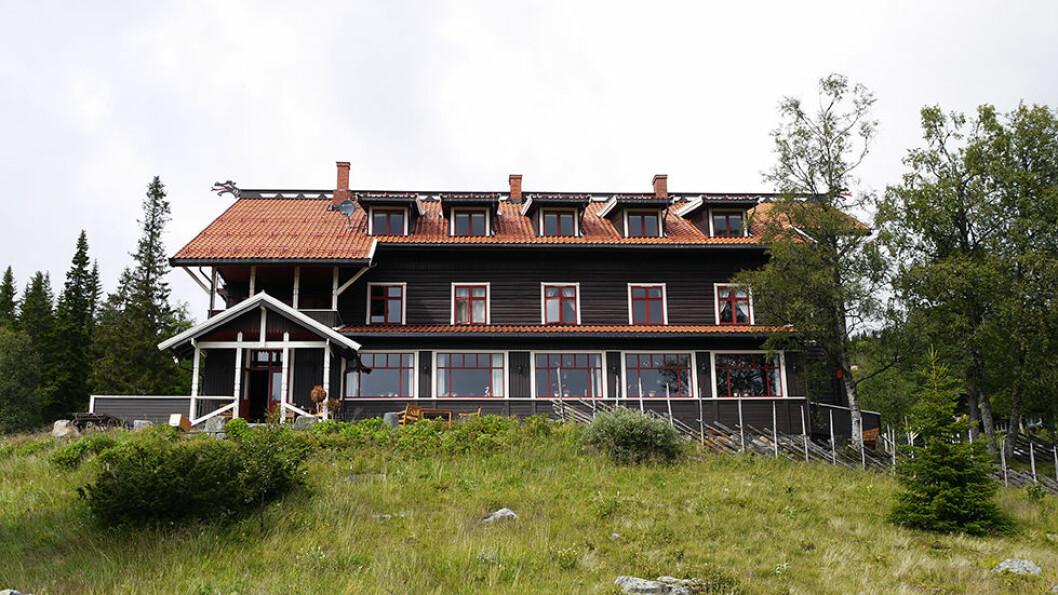 NORGES BEST BEVARTE TREHOTELL: Tuddal Høyfjellshotel, eller Høifjeldshotel, ligger på solsiden av Gaustatoppen og er Norges best bevarte trehotell.
