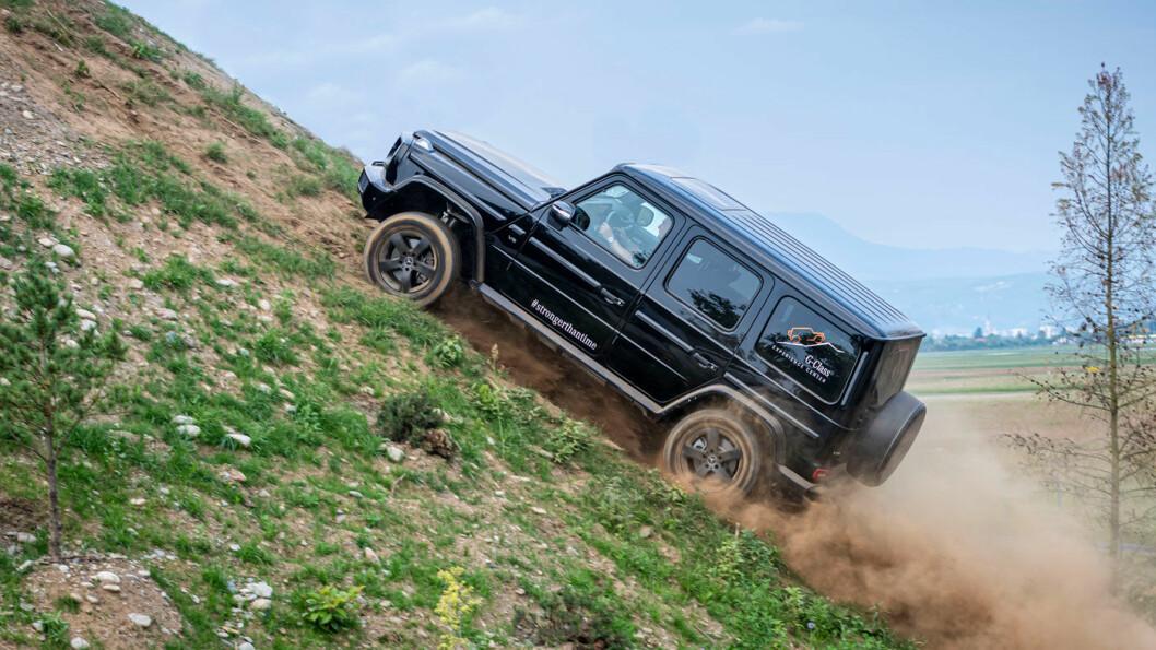 STOREBROR: G500 er den største Geländewagen-variantene, når vi holder AMG-modellen utenom, med en prislapp på 1.941.000, hvorav avgiftene utgjør 884.000 kroner. Dagens avgiftsregime for elbiler kan altså gjøre en forskjell. Foto: Daimler