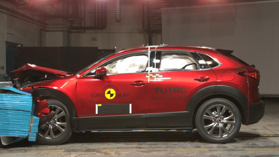 TOPPSCORE: Crossover-SUV'en Mazda CX-30 scoret årsbeste i den siste Euro NCAP-testen. Foto: Euro NCAP
