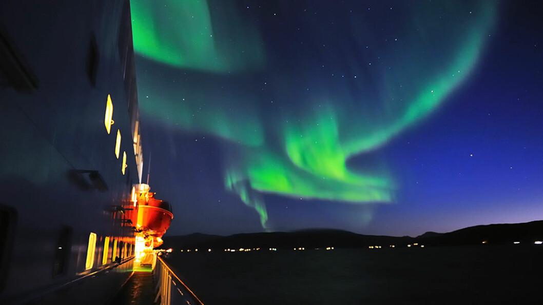 JAKTEN PÅ NORDLYSET: På nyttårscruiset med Hurtigruten er sjansen stor for at nordlyset vil flamme opp over himmelen.