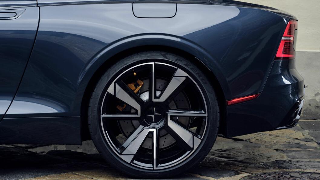 DIGRE HJUL: 21 toms hjul er standard. Dekkene har den ekstreme dimensjonen 295/30R21. Det går selvsagt på bekostning av komforten.