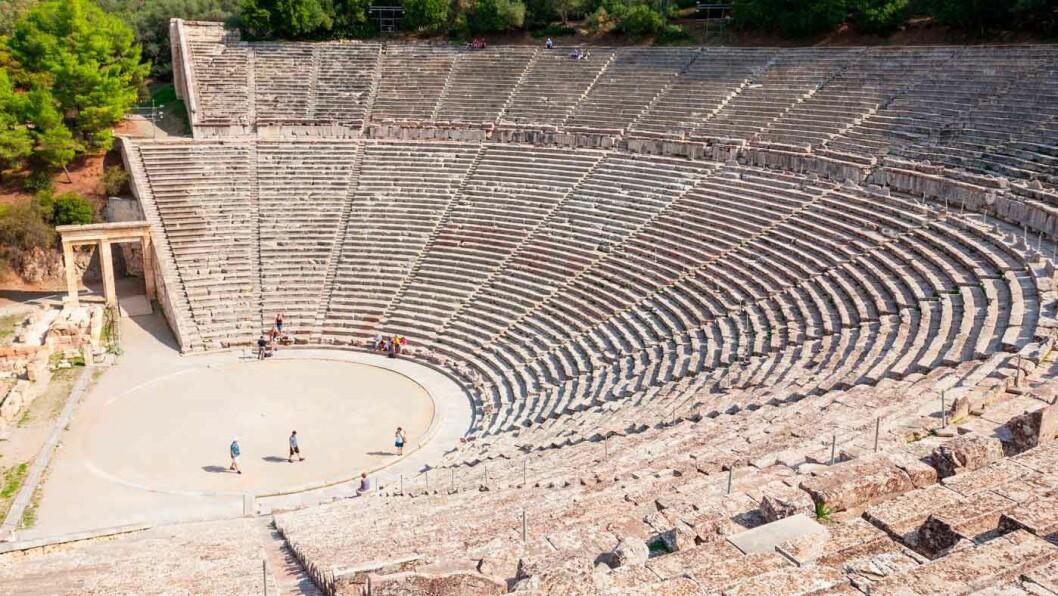 EPIDAURUS: Myten forteller at Apolons sønn, Asklepios, guden for medisin ble født ved foten av fjellet Kynortion. Her fantes det helbredende kilder, et tempel, et teater og etter hvert også sykehus. Det gigantiske utendørsteateret Thoros er nesten helt inntakt. Epidaurus står på UNESCOs verdensarvliste.