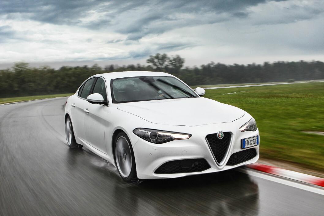 ITALIENSKE GLEDER: Det meste fra Italia er populært i Norge. Nå skal Alfa Romeo Giulia sørge for en ny vår for de italienske bilene i Norge. Foto: Produsenten