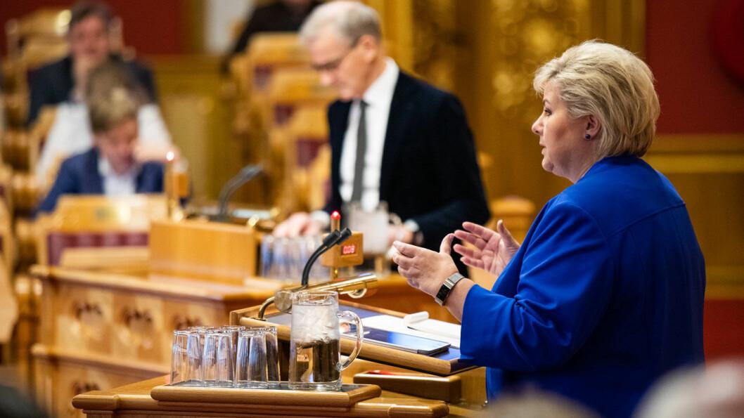 SPØRRETIME: Erna Solberg og Jonas Gahr Støre debatterte elbil i Stortinget tidligere i november, her er de under en tidligere spørretime denne høsten. Foto: Stortinget