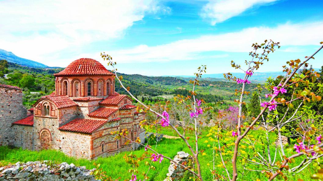 MYSTRAS: Kirken Agioi Theodoroi fra 1290 etter Kristus er en av flere godt bevarte bygninger i den befestede ruinbyen Mystras.
