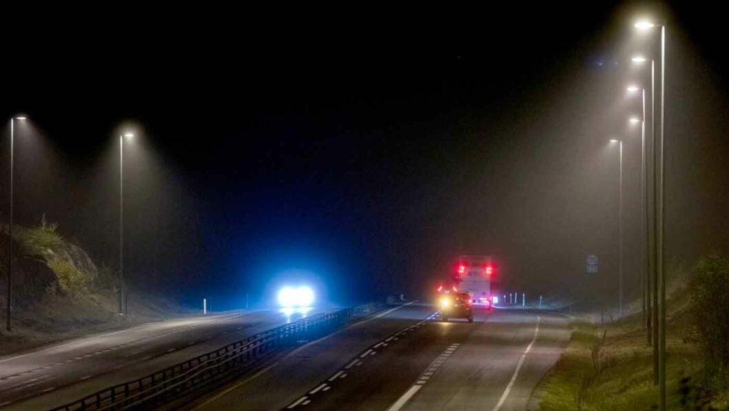 BOT ELLER MANGELLAPP: Det er sjåføren som har ansvaret for at alle lys på bilen virker som de skal. Hvis ikke kan man bli bøtelagt. Foto: Geir Olsen