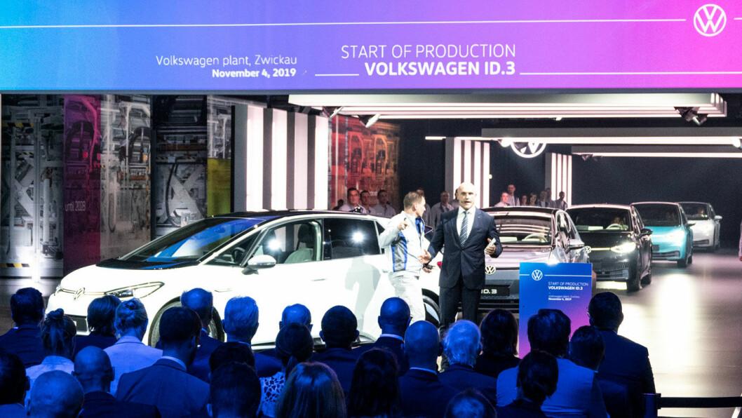 BIG BANG: – Vi er ved et nytt big bang! sa Thomas Ulbrich, Volkswagen-konsernets elbilsjef, da han åpnet VWs elbilfabrikk i Zwickau i begynnelsen av november. Han kan få ubehagelig rett. Foto: Peter Raaum