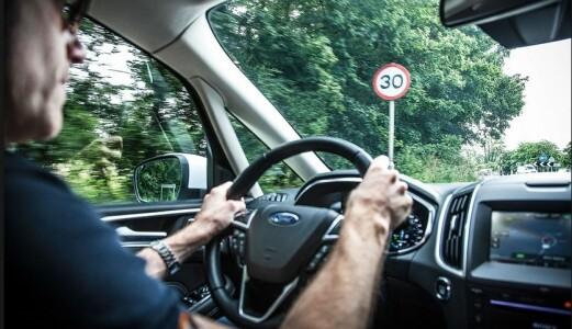 Intelligent fartsholder redder 40 liv i Norge –pluss en drøss førerkort