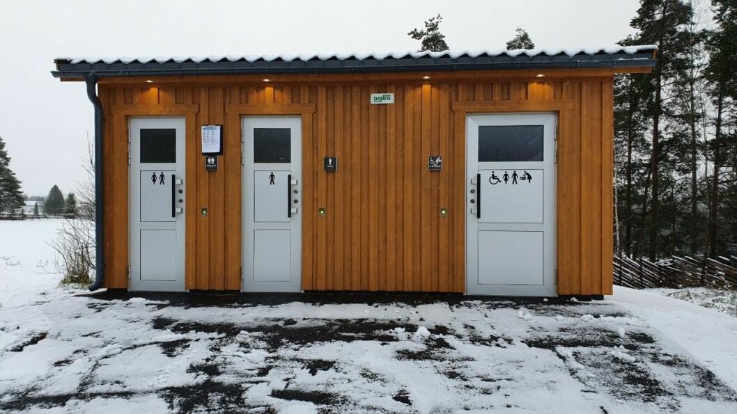 BILLIGERE: To millioner kroner koster disse toalettene. Det er en fjerdedel av designtoalettene NAF er kritisk til. Foto: Johan Nøkleholm