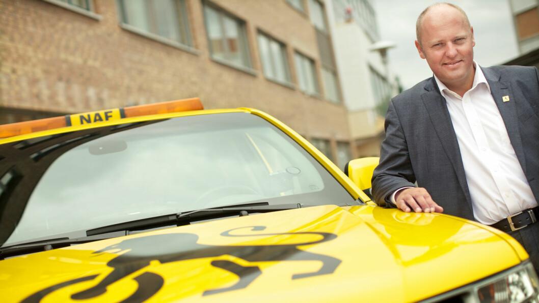 KRITISK: NAF-sjef Stig Skjøstad er kritisk til dyre veilys og toaletter.