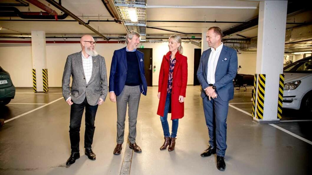 BRUKTBIL ELLER NY: Det nytter ikke å sitte på gjerdet og vente på det perfekte kjøpet, er panelet enige om. Fra venstre Tommy Wahlström, Bernt G. Jessen, Ulrica Risberg og Peter Raaum.