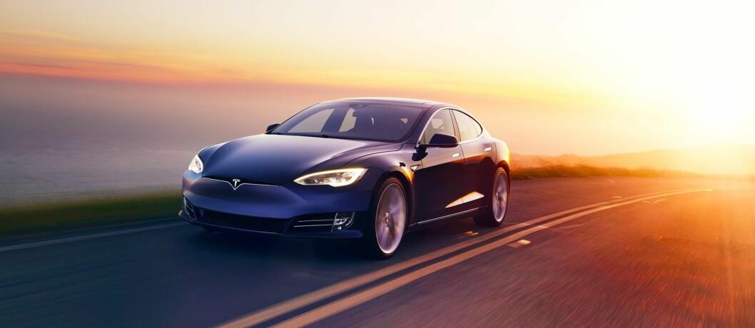 MONSTER-STERK: Med den nye, store batteripakken bruker Tesla Model S 2,7 sekunder fra 0-100 km/t og får en rekkevidde (ifølge Tesla) på 610 kilometer. Foto: Produsenten