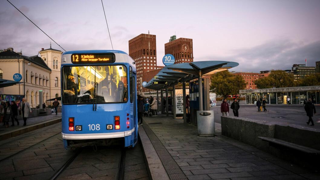 I RUTE MED RUTER: Oslo er den eneste byen i landet hvor kollektivreisen til sentrum ofte tar mindre enn halvparten av tiden med bil. Foto: Jon Terje Hellgren Hansen