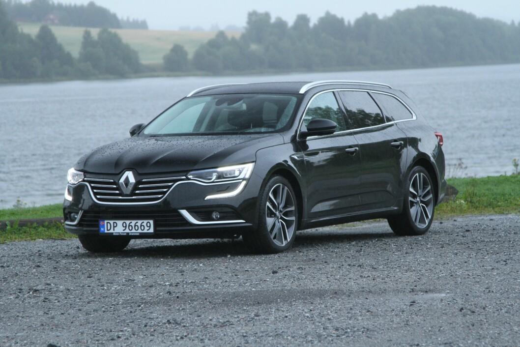 STOR OG STILIG: Renault Talisman er større enn flere av konkurrentene og har et utseende som mange kommenterer som spennende. Foto: Rune Korsvoll