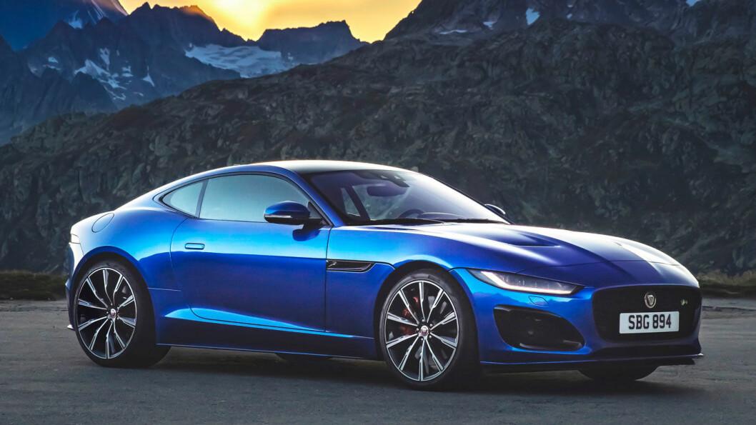 LEKKER: Nye Jaguar F-Type har fått en ny front i mer Jaguar-tradisjon, og ser enda bredere og sporty ut.