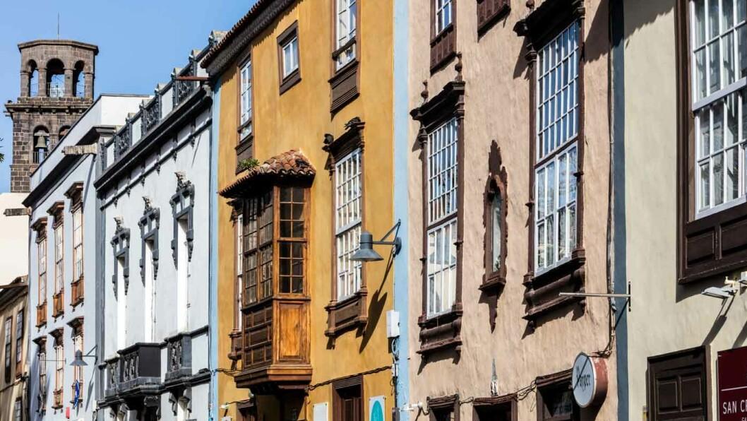 MALERISK: Arkitekturen har sitt helt spesielle særpreg. Foto: Spanias turistkontor