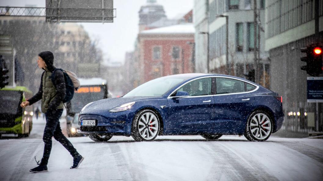 FOLKEVOGNA: Omlag hver niende nye bil i 2019 har vært en Tesla Model 3. Foto: Tomm W. Christiansen