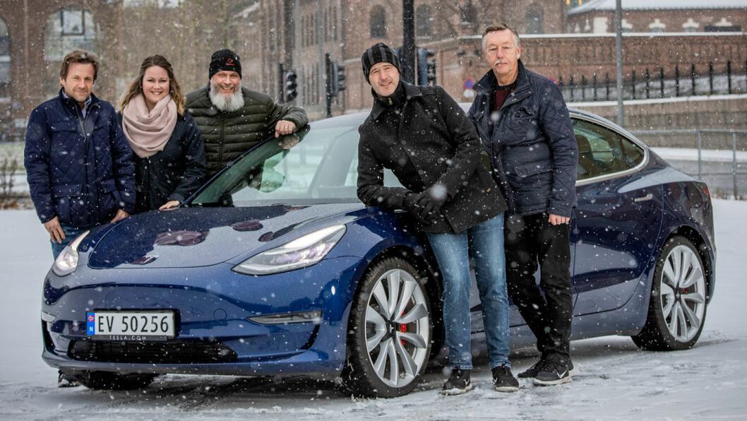 EKSPERTER: Juryen i kåringen av «Årets beste bilkjøp» har bestått av – fra venstre – Øivind A. Monn-Iversen (journalist med hovedansvar for bil og tester i Motor), Anette Berve (rådgiver i forbrukeravdelingen i NAF), Tommy Wahlström (redaksjonssjef i det svenske magasinet Vi Bilägare og jurymedlem i «Car of the Year»), Tom Andre Nilsen (teknisk konsulent i NAF) og Audun Bergerud (teknisk konsulent i NAF).