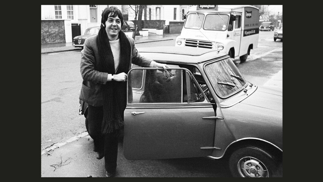 YESTERDAY: Paul McCartney kjørte Mini i 1967.
