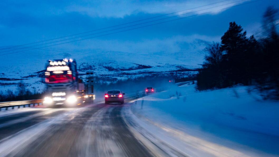 TIL FJELLS: Lite bruk av elbil og dårlige kollektivløsninger forklarer hvorfor mellom 90 og 100 prosent av reisene til hytta skjer med privatbil, mener TØI. Foto: Geir Olsen