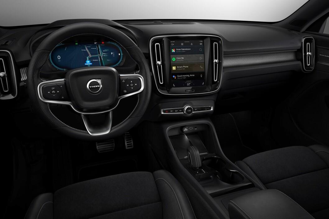 (IKKE) TIL Å KJENNE IGJEN: XC40 Recharge er i utgangspunktet helt lik de Volvo XC40-variantene vi kjenner fra før, men infotainment og skjermer har fått et kraftig løft.
