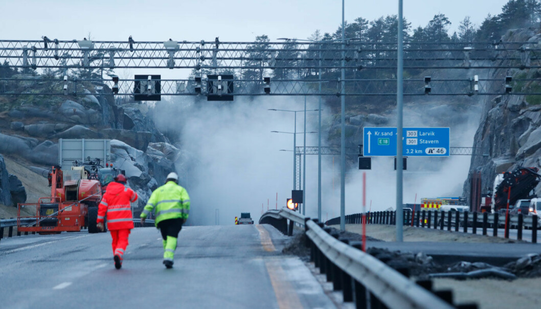 TUSEN BITER: Fjellblokka som sto igjen etter raset ved E18 ved Bommestad i Larvik.