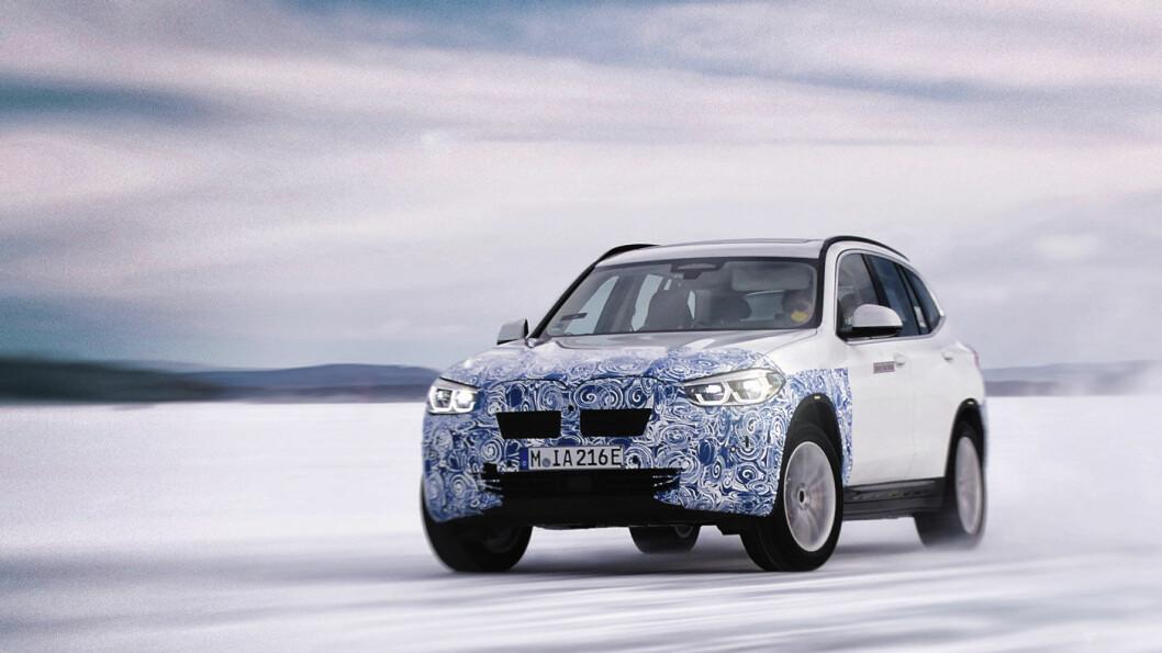 NYE TANKER: BMW sløyfer firehjulsdriften på sin kommende el-SUV iX3. Til gjengjeld skal både vekten og energiforbruket bli svært gunstig. Foto: BMW