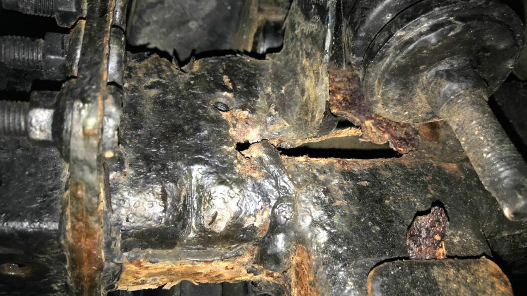 - Rusten er ikke alvorlig, sa bilselgeren. Men tilstandsrapporten avdekket alvorlige rustskader. Foto: NAF.