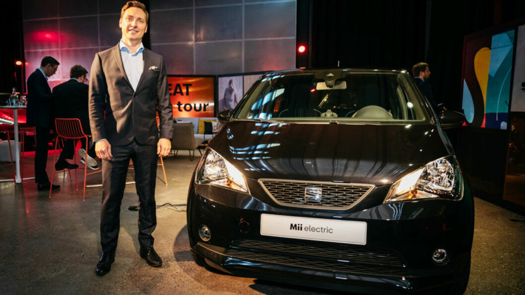FORVENTNINGER: Seat-direktør Ole Kristian Ågotnes foran nye elektriske Mii.