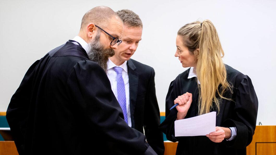 I RETTEN: Bernt Olav Bryge (t.v.) og Hans Olav Røyr er aktorer i straffesaken mot bruktbilselgeren på Sørlandet. Ida Andenæs er en av tre forsvarere. Foto: Tomm W. Christiansen