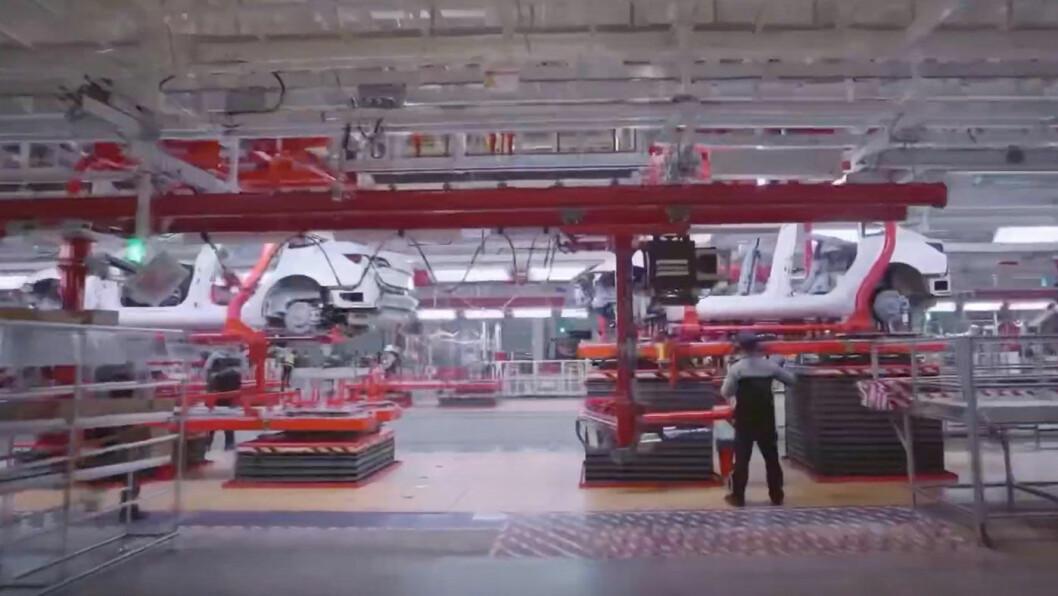 NY GIGASATSING: Den nye kjempefabrikken i Shanghai, der produksjonen av Model 3 startet i november, danner «malen for Teslas fremtidige vekst», i følge Elon Musk. Foto: Skjermdump fra video