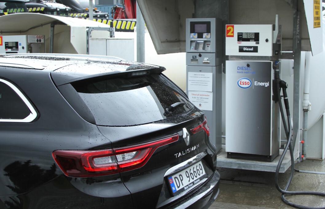 DIESEL-STUP: Bare 28 prosent av bilene som ble solgt i august hadde dieselmotor. Til gjengjeld øker salget av hybridbiler dramatisk. Foto: Rune Korsvoll