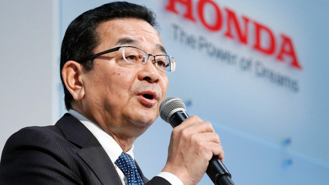 NEPPE FRAMTIDEN: Honda-sjefen Takahiro Hachigo tror ikke på den store globale etterspørselen etter Tesla og biler med tilsvarende batterielektrisk teknologi. Foto: AP